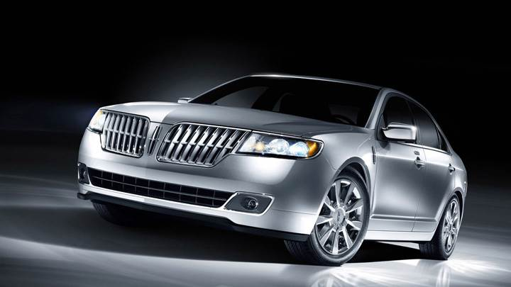 2010 Lincoln MKZ Front HeadLights On